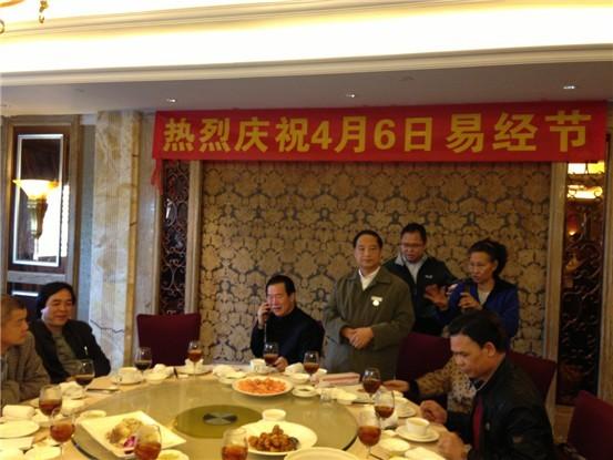 上图为:中国易经协会香港代表张秀梅女士致辞。